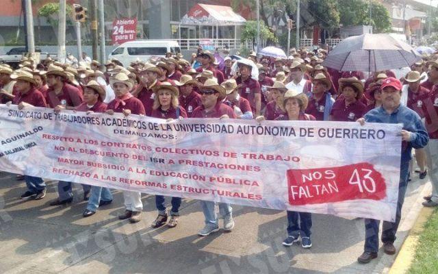 Marchan cientos por el Día del Trabajo en Acapulco