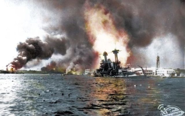 Revelan imágenes a color del ataque a Pearl Harbor
