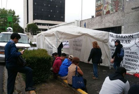 Ex trabajadores de Mexicana bloquean accesos a la SCT - La protesta en la SCT. Foto de Milenio