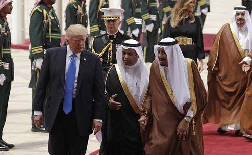 Trump y el rey Salman se reúnen en Arabia Saudita - Foto de AP