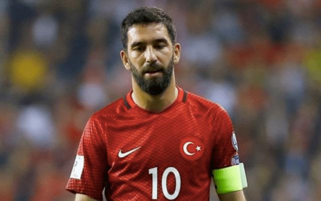 Expulsan a Arda Turan de la concentración de Turquía
