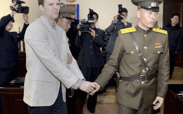 """""""Nuestro hijo fue aterrorizado y maltratado"""": familia de estudiante liberado por Corea del Norte - Otto Warmbier. Foto de AP"""