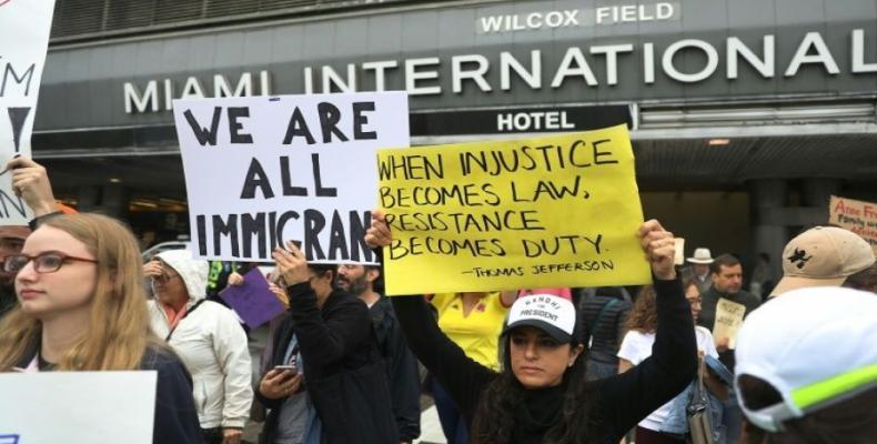 Abogados defenderán a visitantes extranjeros en EE.UU. - Foto de Posta