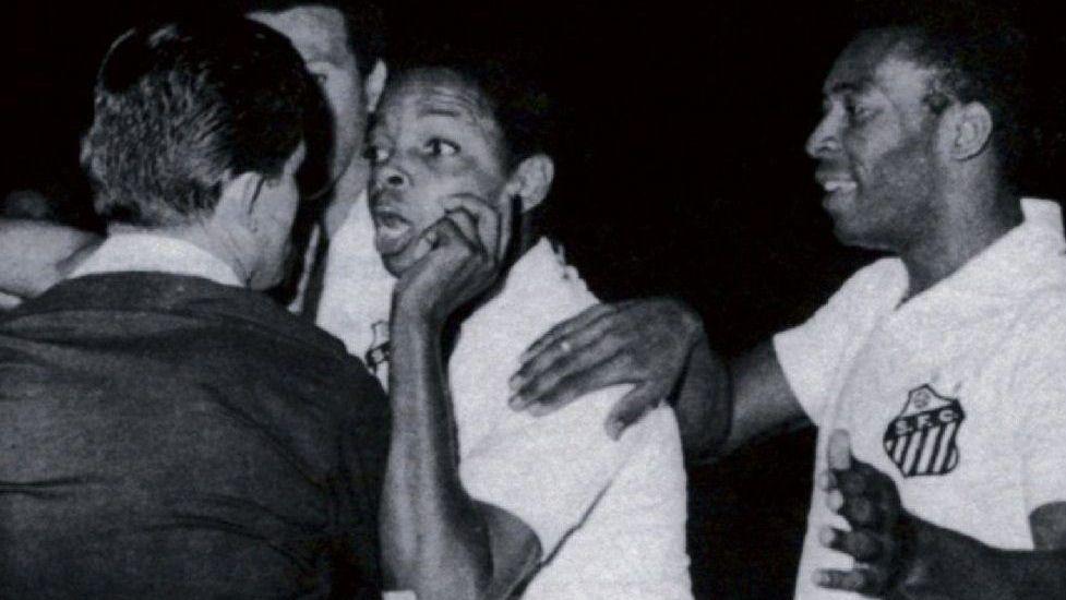 Muere árbitro que expulsó a Pelé en 1968
