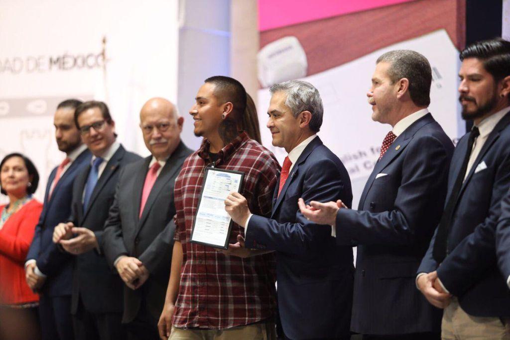 Migrantes obtienen certificados de inglés