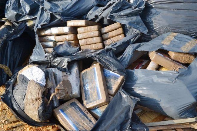 Incineran dos toneladas de cocaína en Guerrero