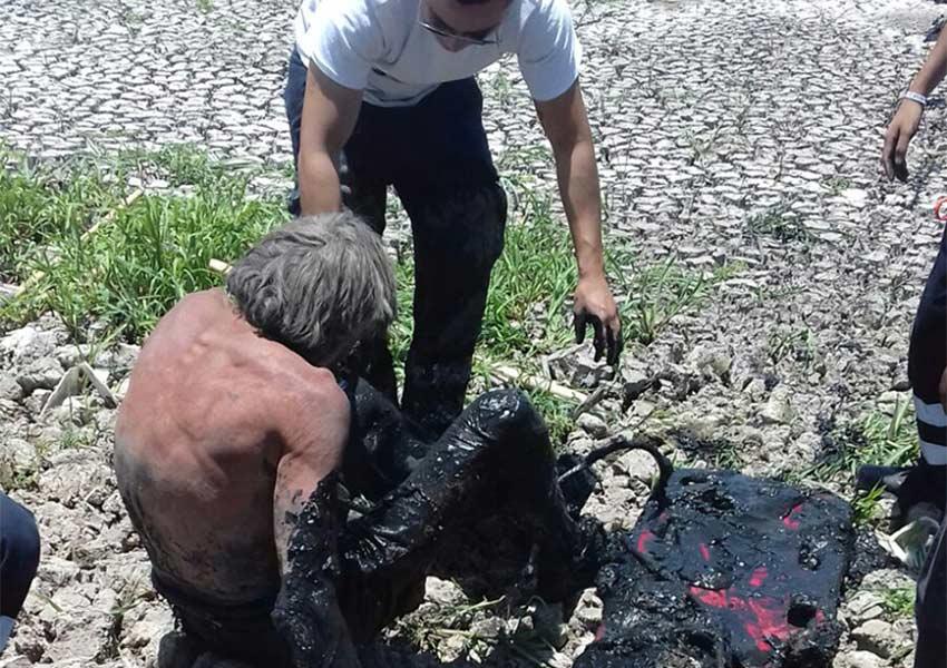 Rescatan a hombre que permaneció dos días en lodo