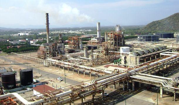 Pelea por la limpieza de la refinería de Salina Cruz deja 20 lesionados - Foto de Internet