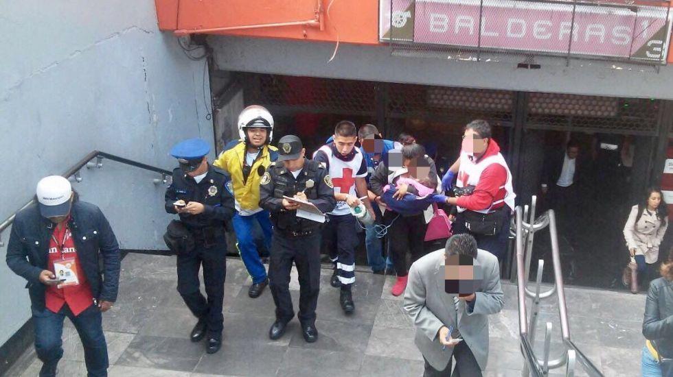 Policía rescata a menor por problemas de respiración en el Metro