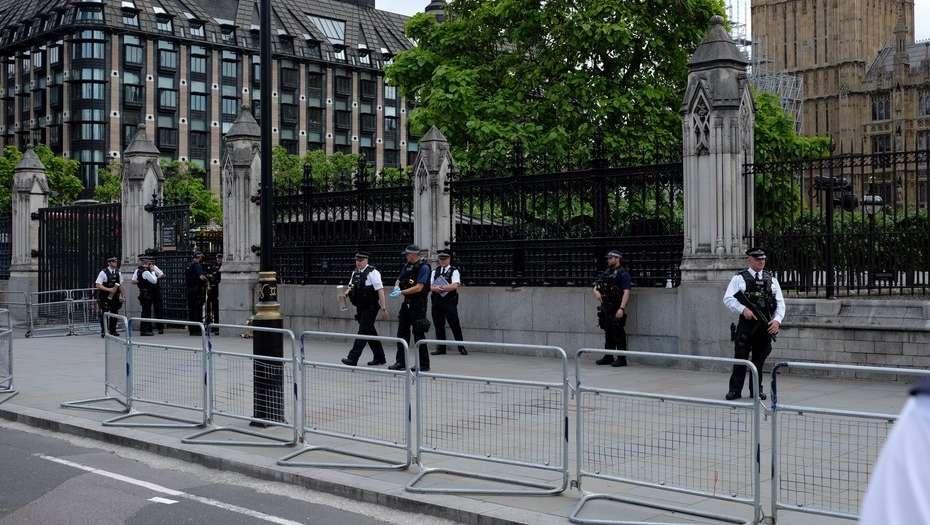 Arrestan a sujeto con cuchillo frente a Parlamento británico - Foto de Reuters