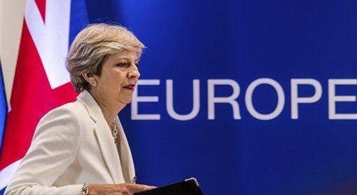 Theresa May logra apoyo a su gobierno de partido de Irlanda del Norte - Foto de AP