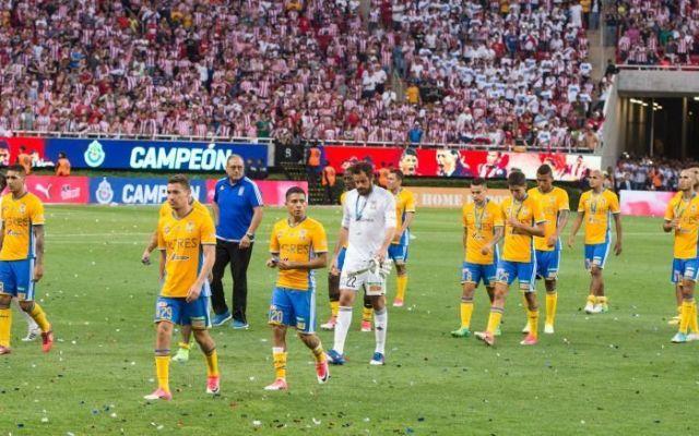 Femexfut multa a Tigres por no respetar protocolo de premiación - Foto de Mexsport