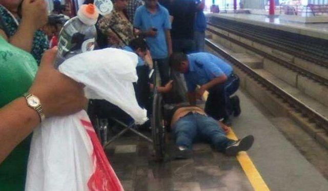 Se desmaya y cae a vías del Metro en Nuevo León