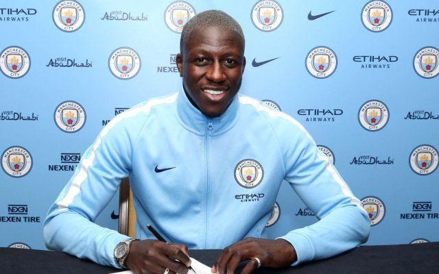 Manchester City contrata al defensa más caro de la historia