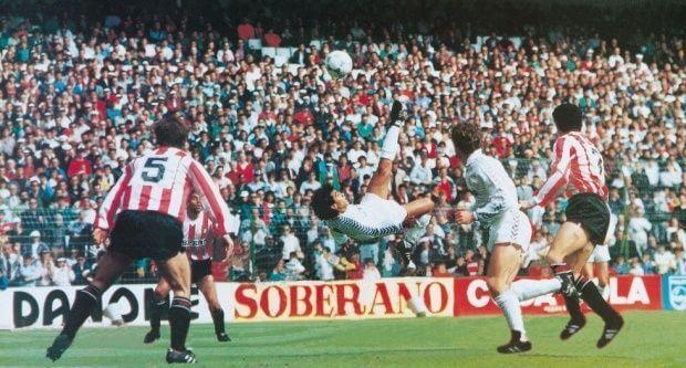 Hugo Sánchez entre los mejores 100 jugadores del mundo, Maradona el mejor - Hugo Sánchez. Foto de archivo