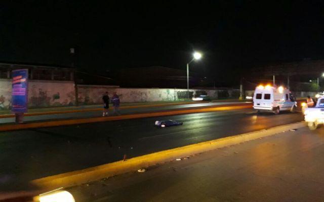 Atropellan a hombre que evitó cruzar avenida por puente peatonal - Foto de @Enlace105tres