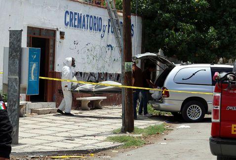 Joven muere atorado en ducto de aire en funeraria
