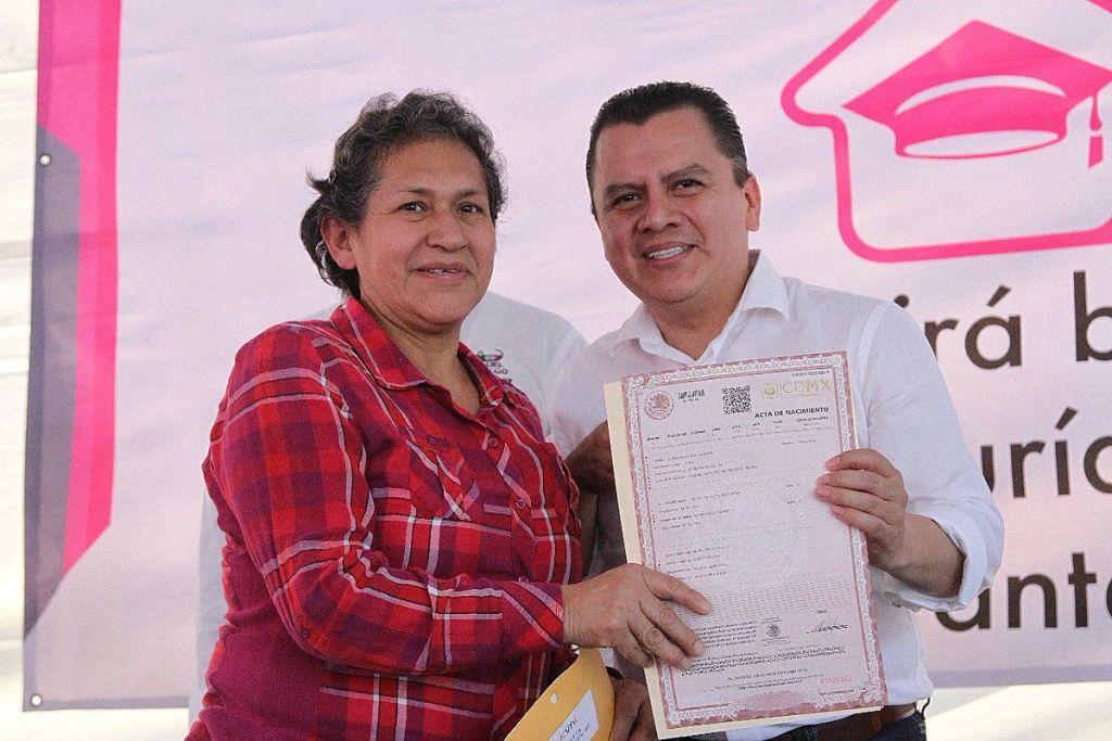 Entregarán actas de nacimiento gratuitas en la Ciudad de México - Foto de Twitter Manuel Granados