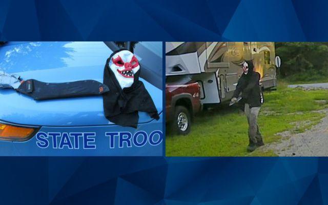 Detienen a hombre con máscara de payaso y armado con machete - Foto de Crime Online