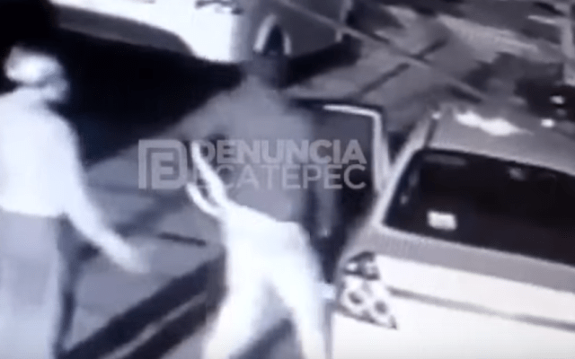 #Video Roban con violencia auto a adulto mayor en Ecatepec