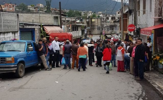 Camioneta sin frenos arrolla a varias personas en Estado de México - Foto de Especial