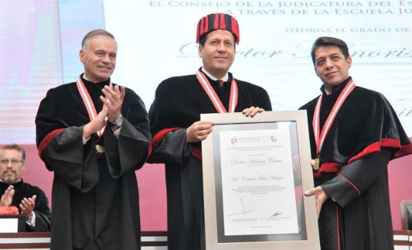 Eruviel Ávila recibe doctorado Honoris Causa por labores humanistas