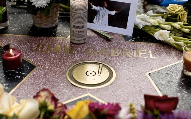 Realizan homenaje a Juan Gabriel en su estrella de Hollywood