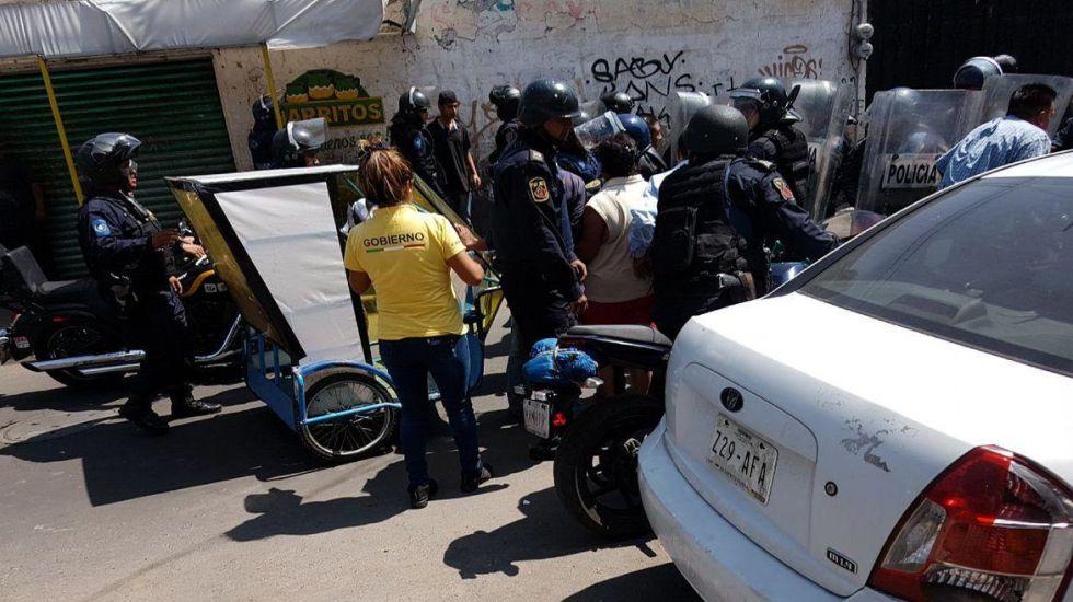 #Video Operativo contra mototaxistas en Xochimilco deja tres policías lesionados - Foto de Once Noticias