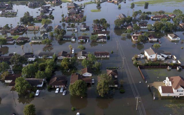 Economía de EE.UU. crece a pesar de huracanes - Consecuencias del huracán Harvey por Texas. Foto de AP