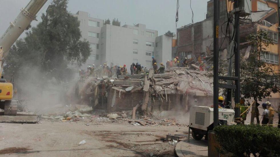 Aceleran remoción de escombros en edificio de Escocia y Gabriel Mancera - Foto de @InformativoPART