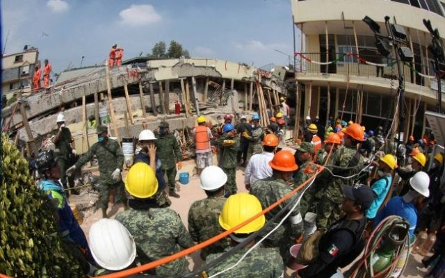 Ingeniero que certificó al Colegio Rébsamen evalúa escuelas tras sismo - Foto de Notimex