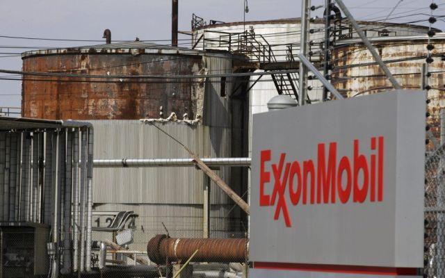 Fuga de petróleo en Exxon Mobil de Texas inundada por Harvey - Foto de AP