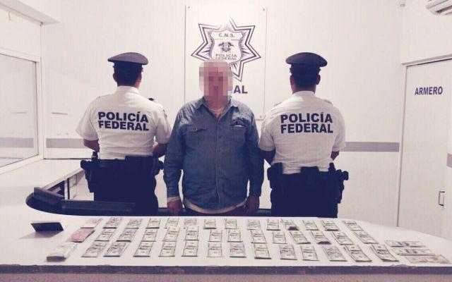 Detienen a hombre por ingresar efectivo en aeropuerto de Cancún - Foto de Policía Federal