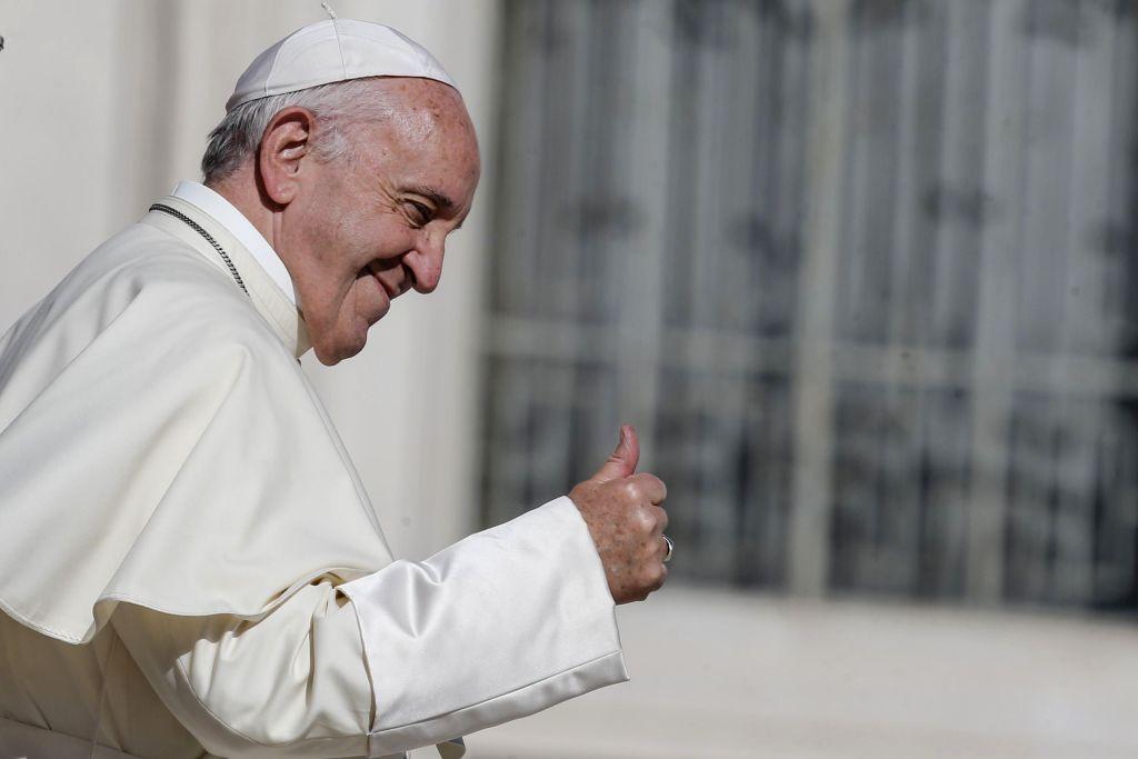El papa Francisco llama a abandonar el consumismo en 2018 - Foto de AP