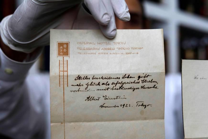 Subastarán nota de Einstein con la teoría de la felicidad - Foto de The Japan Times