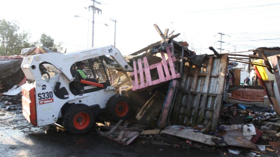 Gobierno capitalino retira campamento de 250 familias en Iztapalapa - Foto de La Jornada