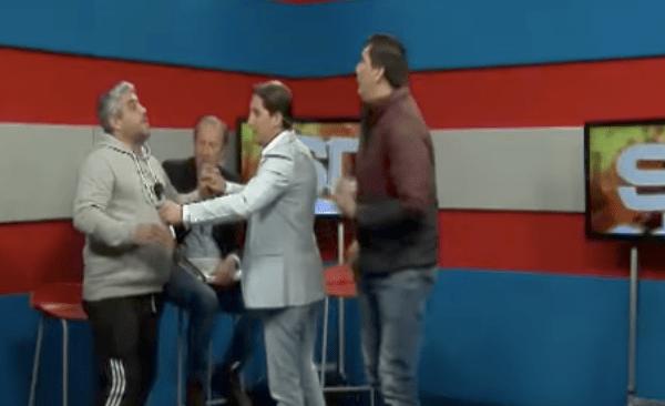 #Video Exfutbolista amenaza a conductor de televisión