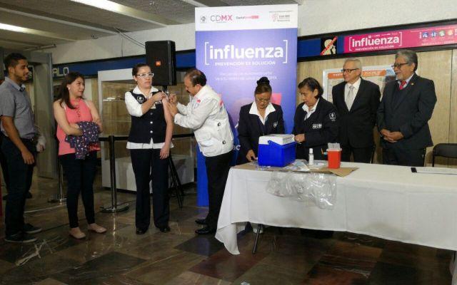 Instalan módulos de vacunación contra influenza en el Metro - Foto de @MetroCDMX