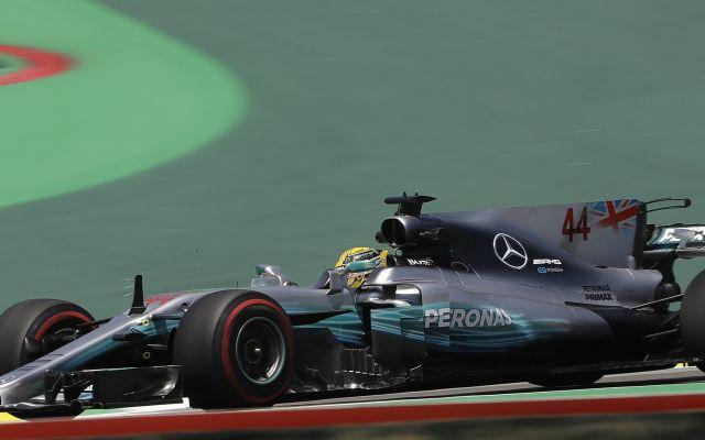#Infografía Hamilton domina primeras prácticas para Gran Premio de Brasil - El piloto británico Lewis Hamilton, de Mercedes, corre en la primera práctica en el circuito Interlagos de Sao Paulo, Brasil, el viernes 10 de noviembre de 2017.  (AP Foto/Andre Penner)