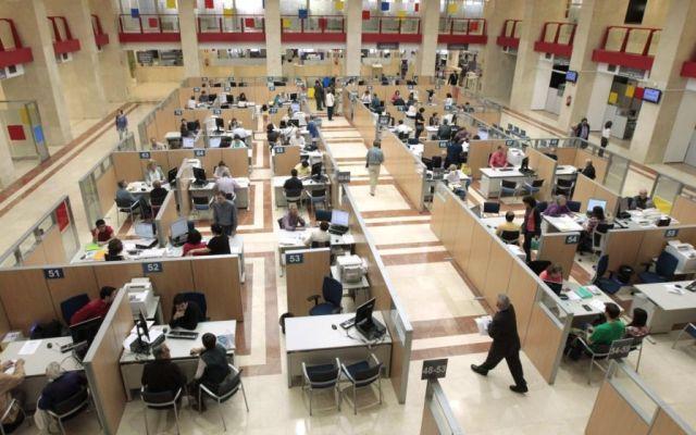 Darán 11 mil 700 pesos en vales a burócratas en diciembre