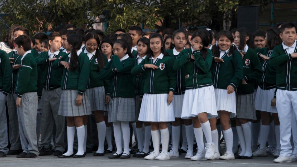 La relación entre el uniforme de la secundaria y la realeza británica - Foto de Internet