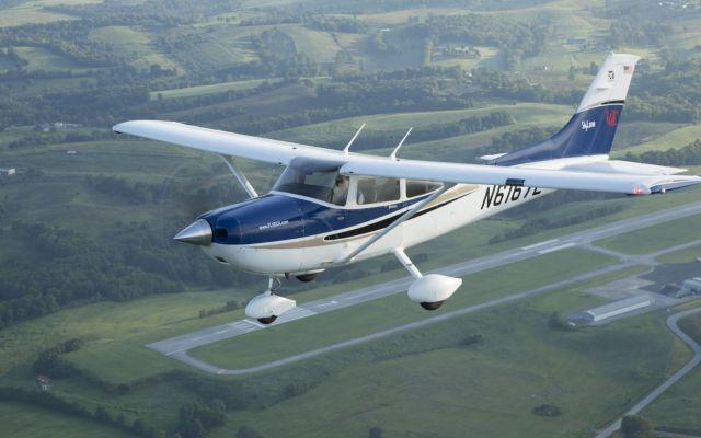 #Video Así cargan 300 kilogramos de cocaína en un avión pequeño