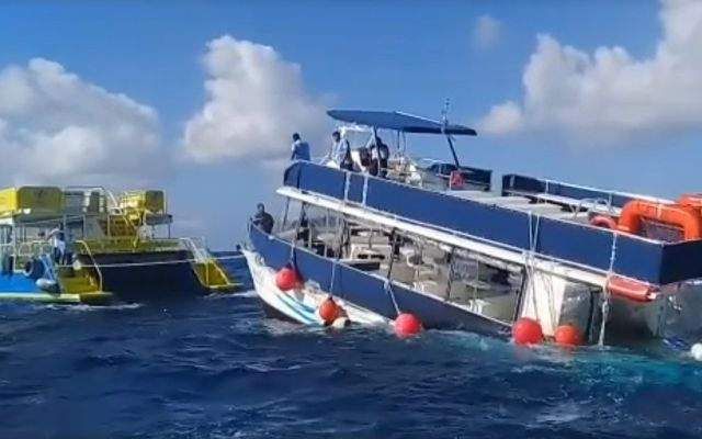 #Video Embarcación con 95 pasajeros naufraga en Cozumel