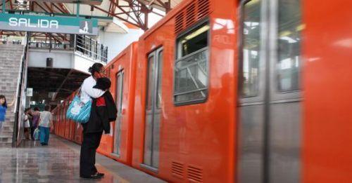 Metro frena y evita suicidio en la estación Río de los Remedios - Foto de archivo