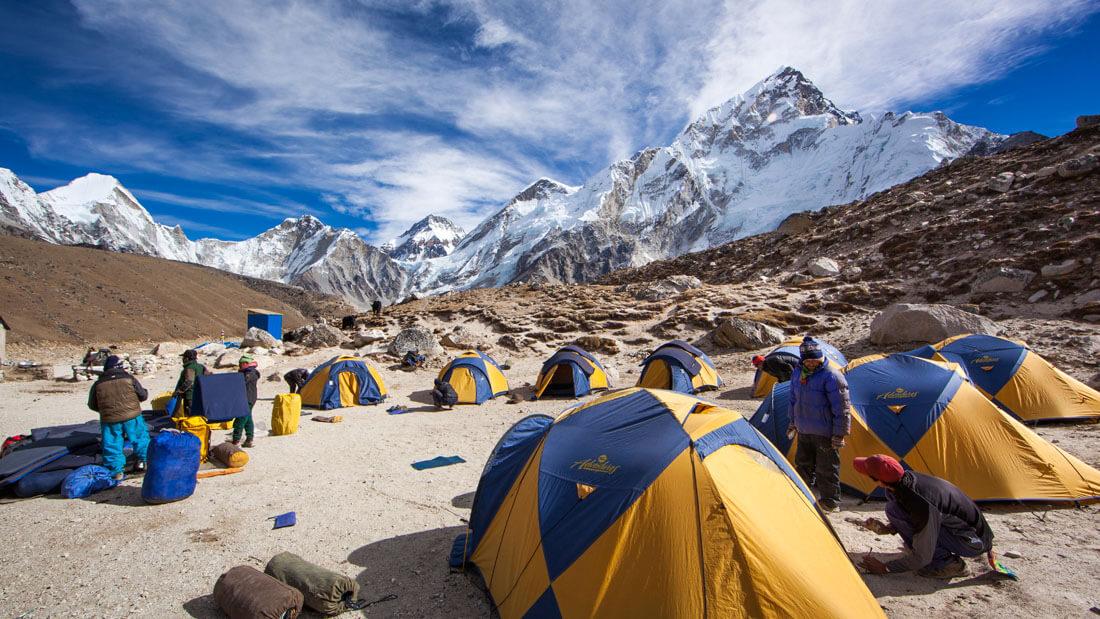 Campamento de alpinistas en el Everest. Foto de Rei Adventures