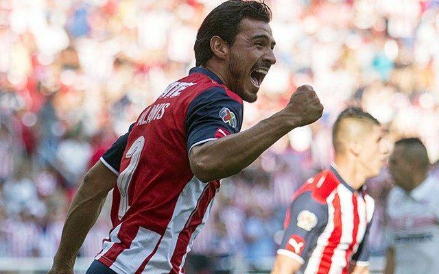 Alanís jugará seis meses más con Chivas