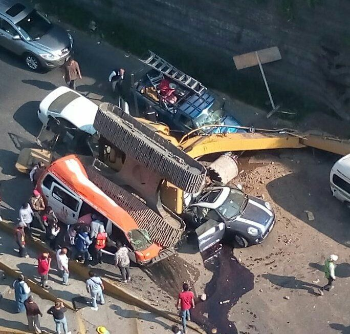 Dan de alta a cinco tras accidente en Interlomas - Foto de @SUUMA_CDMX