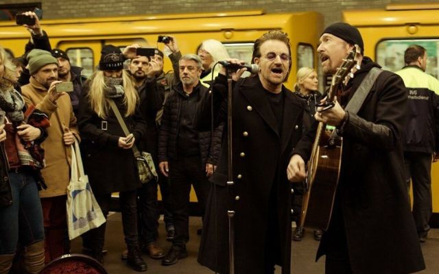 #Video U2 sorprende con concierto en Metro de Berlín