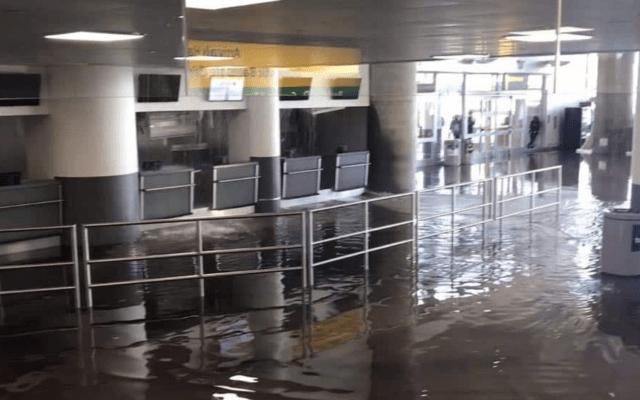 Fuga de agua en aeropuerto de NY obliga a evacuación - Foto: @NYCityAlerts