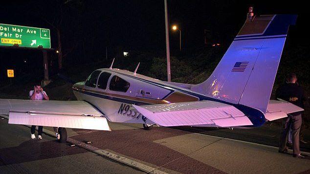 #Video Avión pequeño aterriza de emergencia en autopista de California